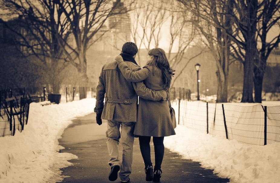 196728__mood-love-affection-couple-girl-boy-winter-park-track-snow-hugs-lights_p