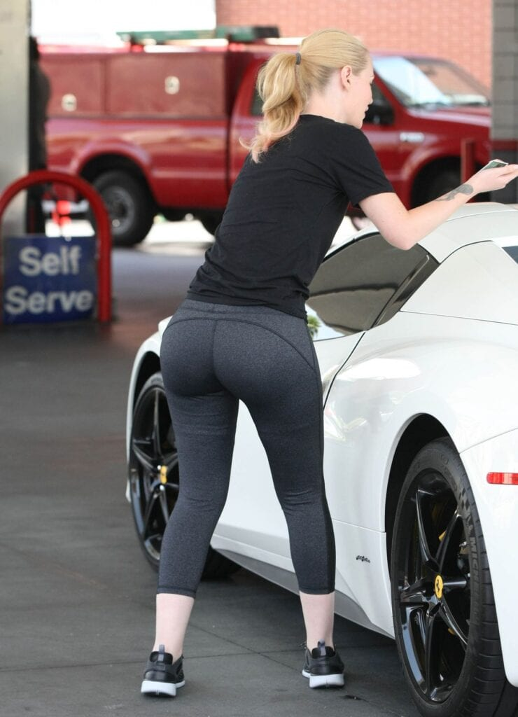 iggy-azalea-booty-in-tights-out-in-beverly-hills-july-2015_1