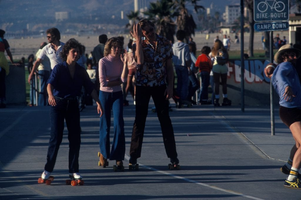 LOS ANGELES - DECEMBER 28: People roller skating near the beach on December 28, 1979 in Venice Beach, CA. (Photo by Waring Abbott/Getty Images)