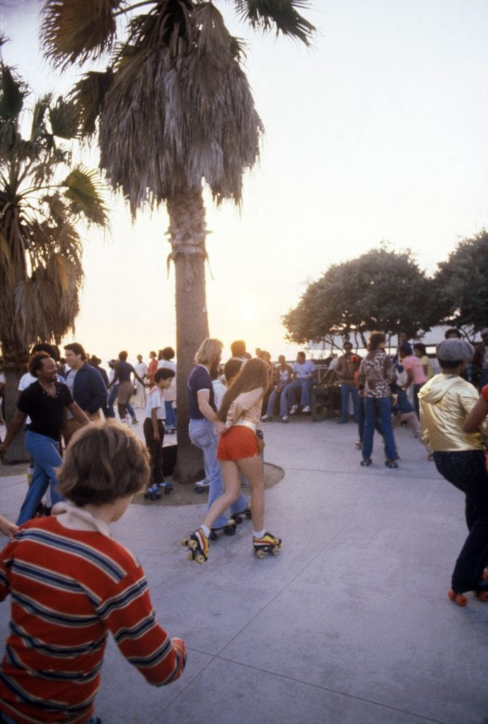LOS ANGELES - DECEMBER 28: People roller skating on December 28, 1979 in Venice Beach, CA. (Photo by Waring Abbott/Getty Images)