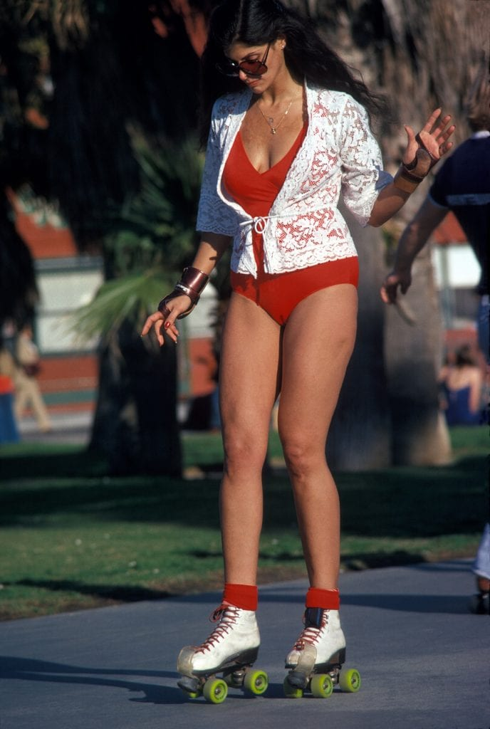 LOS ANGELES - DECEMBER 28: A woman roller skating on December 28, 1979 in Venice Beach, CA. (Photo by Waring Abbott/Getty Images)